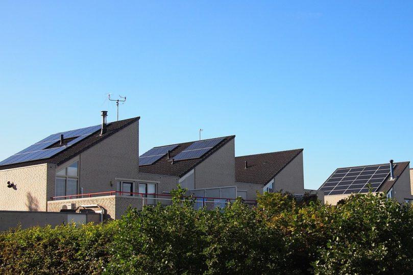 Häuser mit Solarzellen