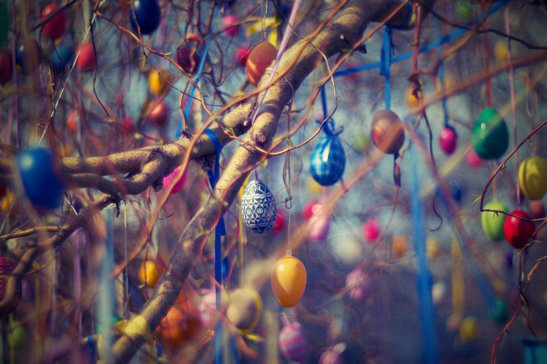 Ostereier am Baum