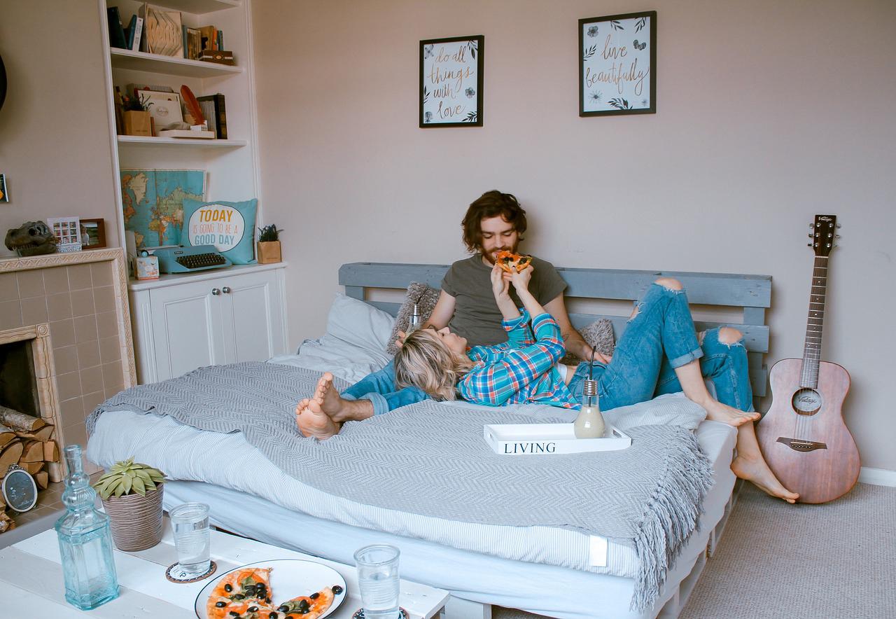 Paar in der Wohnung